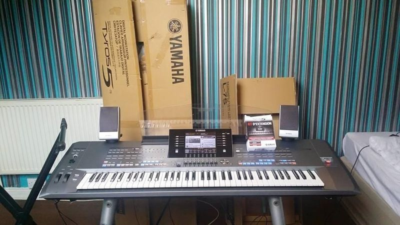 neue Yamaha Tyros 5 76 Arranger Workstation keyboard