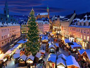 Aushilfe für den Süssigkeitenverkäufer auf dem Weihnachtsmarkt