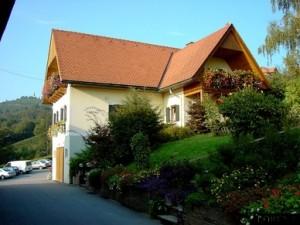 Buschenschank-Gästezimmmer-Weingut Lorenz
