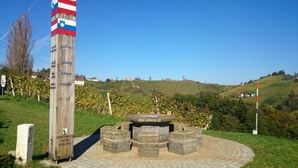 Grenztisch in Glanz an der Weinstraße