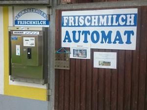 Milchautomat der Familie Schwarzbauer