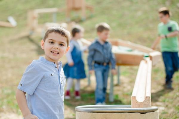 kinderspass mit der Holzkugelbahn