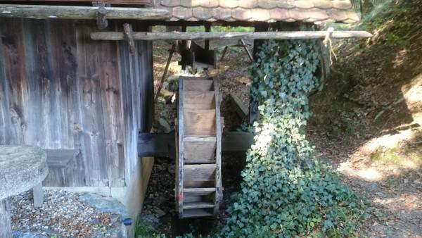 Das Wasserrad der Mühle