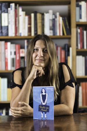 """Lesung mit Dr. Claudia Skopal """"Fische im Mond"""" musikal. Interaktionen Markus Zahrl"""
