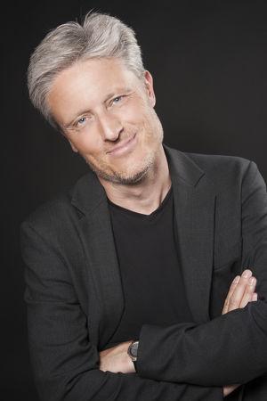 FOLGEN SIE MIR AUFFÄLLIG mit Florian Scheuba